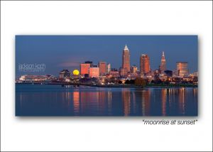 cleveland skyline moonrise at sunset.jpg